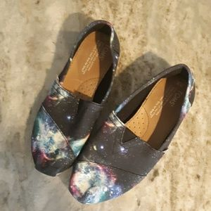 Toms women's size 6 galaxy print slip on shoes